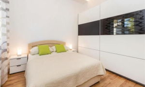 Встроенные шкафы-купе в спальне: идеи дизайна и размещения