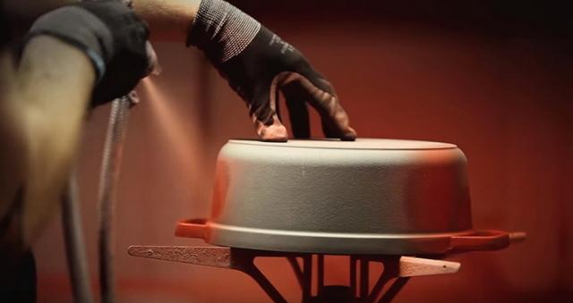 Подвески для фужеров: особенности, разновидности, из какого металла производят, покрытия держателей