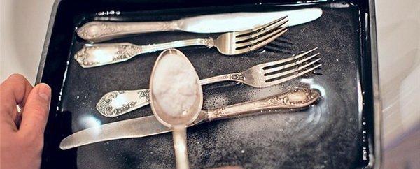 Очистка мельхиоровых столовых приборов: плюсы и минусы, почему темнеют, как вернуть блеск, рекомендации по уходу