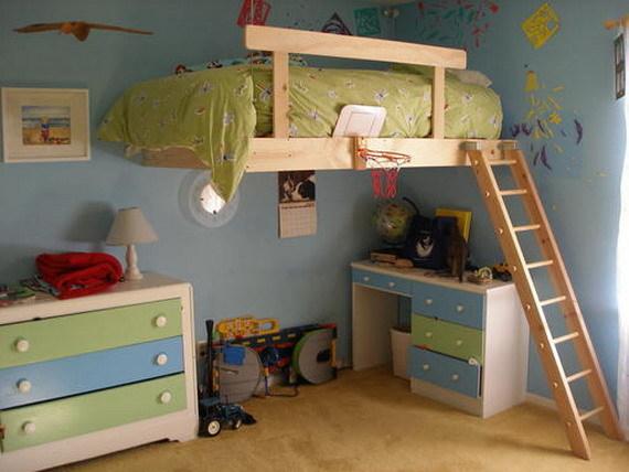 Кровать-чердак с зоной для игр для маленькой детской комнаты