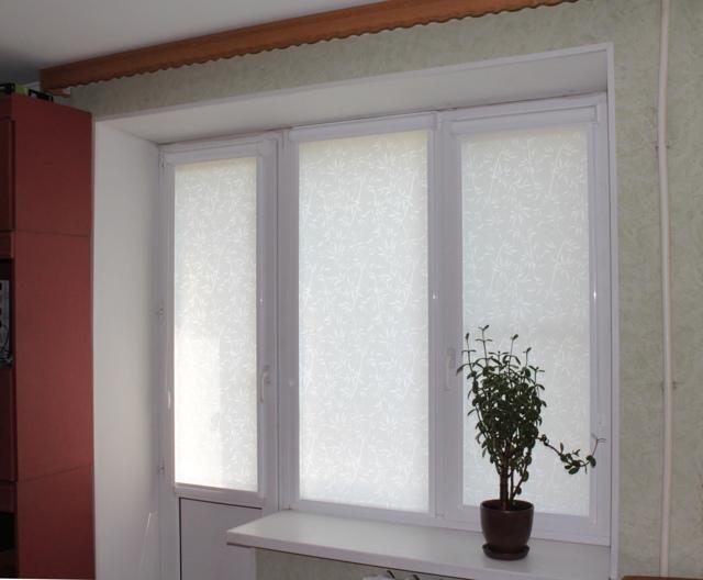 Бамбуковые рулонные шторы на окно: светлый дуб Кабуки, модели Эскар