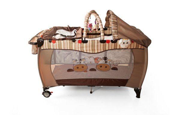 Как правильно подобрать кровать-манеж: особенности конструкции