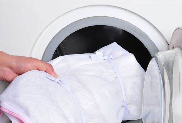 Как стирать тюль: в чем замочить, способы отстирать ржавчину и пятна, советы