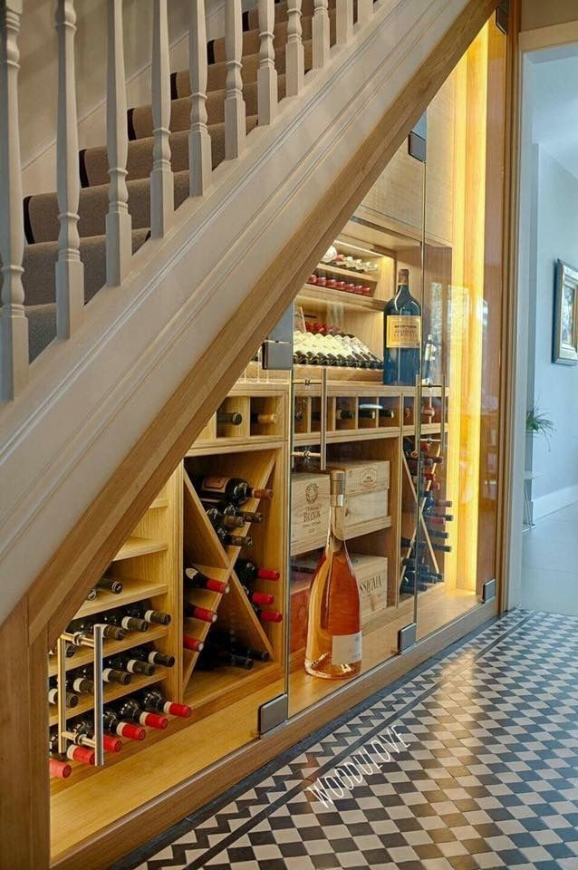 Шкаф под лестницей. Идеи использования свободного пространства.