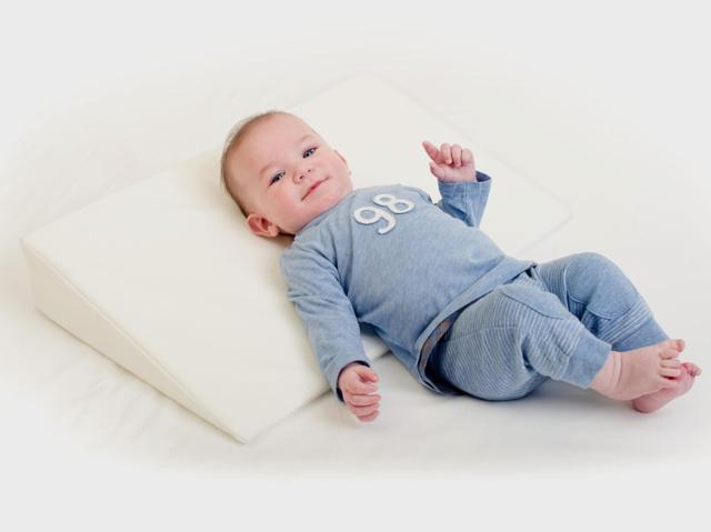 Детская подушка: с какого возраста, как выбрать форму и наполнитель?