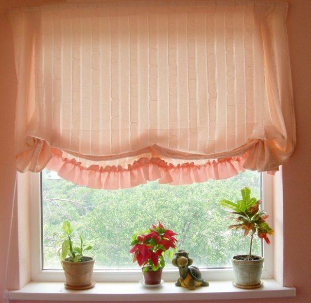Шторы на балкон: модели на пластиковые окна, идеи для солнечной стороны, фото