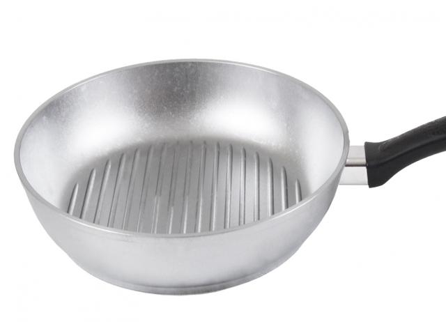 Рейтинг лучших чугунных сковородок-гриль: как выбрать для газовой плиты, какая лучше, чем отличается от обычной