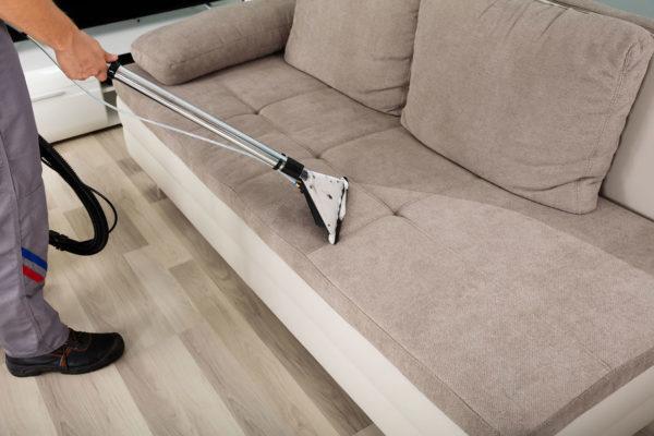 Как почистить диван в домашних условиях быстро и эффективно