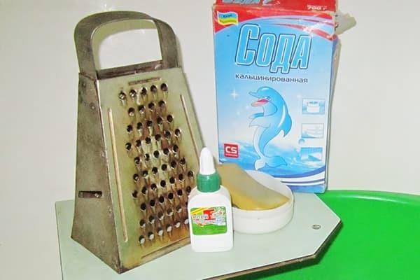 Чистка сковородок от нагара с помощью клея и соды в домашних условиях: как очистить канцелярским клеем и кальцинированной содой