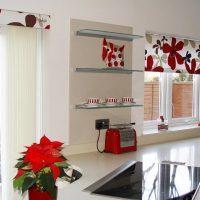Рулонные шторы на кухню блокирующие свет: как выбрать, фото в интерьере