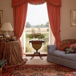 Шторы в гостиную: красивые новинки, идеи оформления окон, варианты в интерьере
