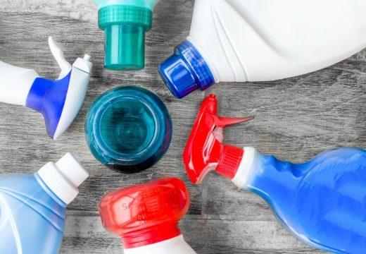 Как вывести пятна крови с мягкой мебели в домашних условиях?