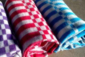 Стирка одеял в зависимости от наполнителя: вручную или в машинке?