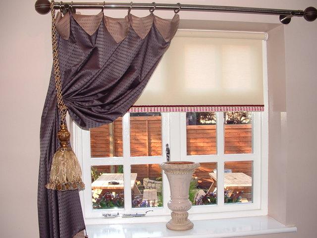 Как повесить гардину для штор на стену: правильная установка над окном