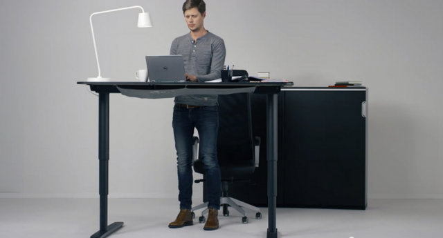 Стол с регулировкой высоты для работы стоя и сидя