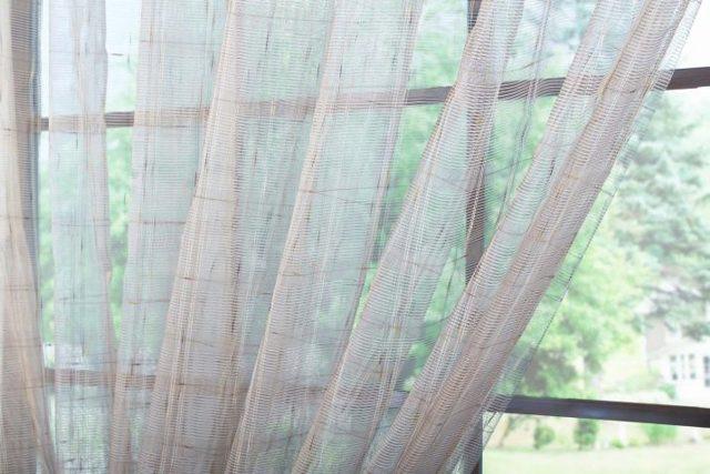 Тюль с вышивкой: описание видов, микросетка с кружевом, со стразами