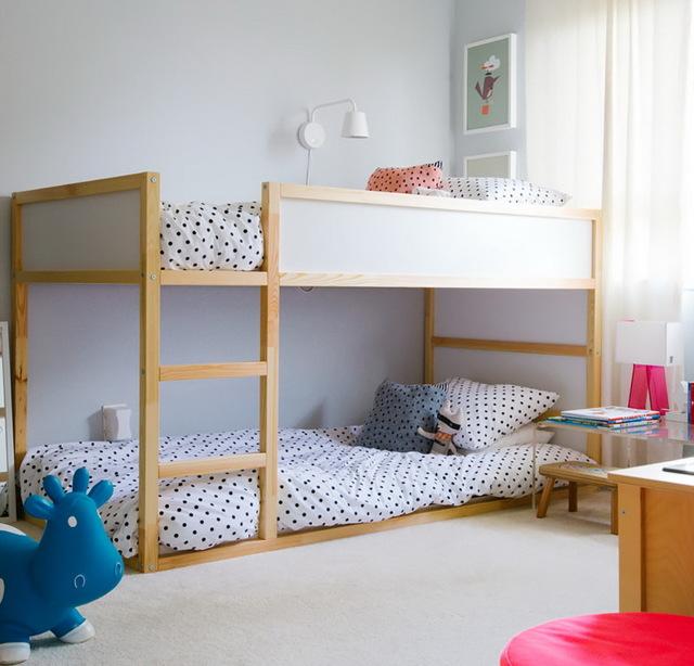 Детские кровати с бортиками для ребенка от 2 лет: советы по выбору