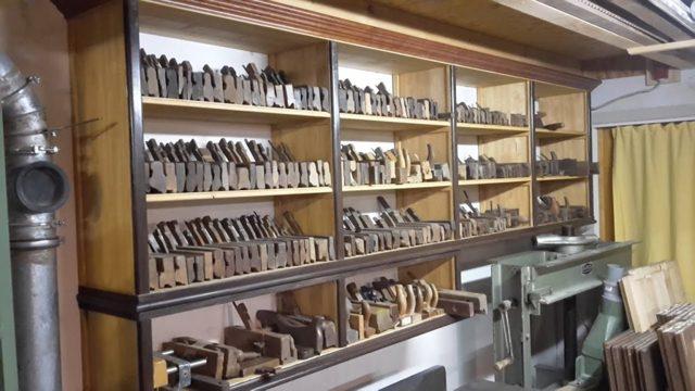 Как сделать удобный стеллаж своими руками: материалы, инструмент