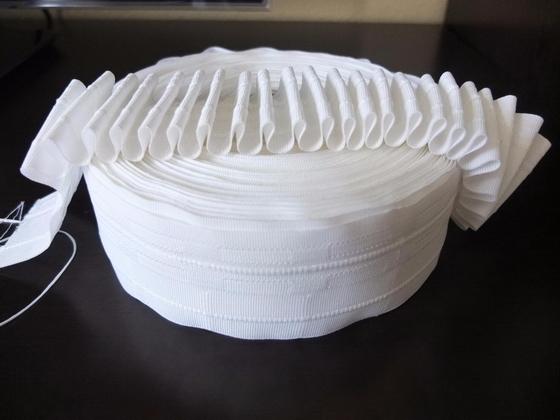 Как повесить шторы и тюль на шторной ленте на крючки со складками