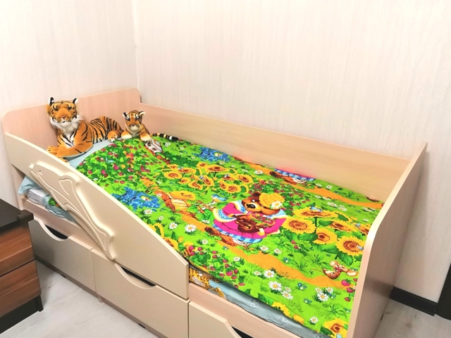 Детская кровать «Дельфин» с ящиками: модели и советы по выбору