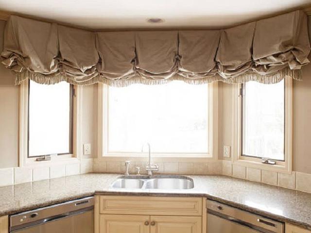 Шторы на эркерное окно: для гостиной и кухни, занавески и ламбрекены на эркер
