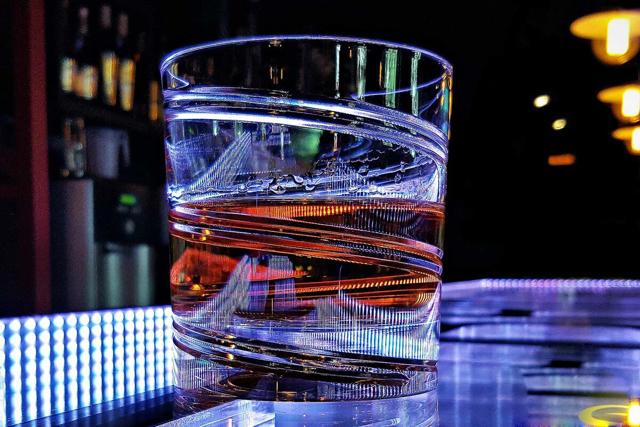 Крутящийся бокал для виски Штокс: какие бывают вращающиеся стаканы shtox