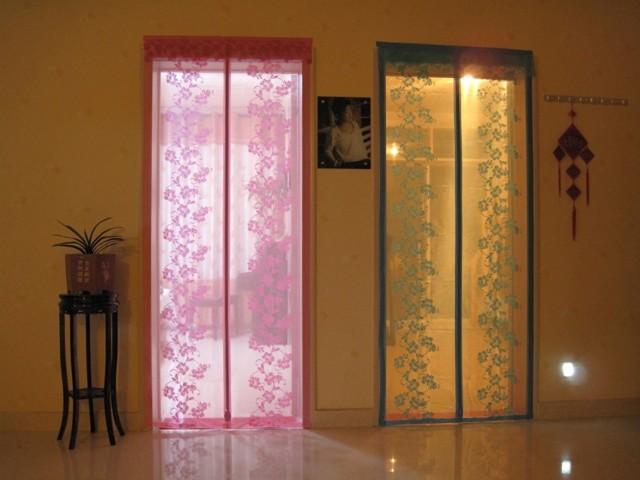 Занавески на дверной проем: декоративные, на магнитах от комаров, фото