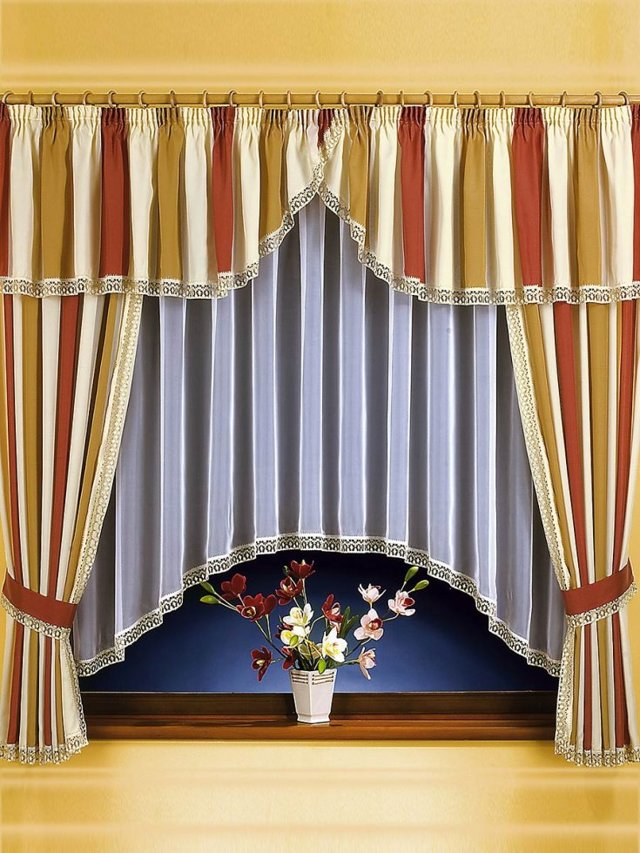 Шторы в полоску: горизонтальные и вертикальные, оформление гостиной и кухни