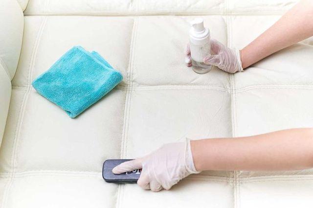 Чистим мягкую мебель в домашних условиях: эффективные методы