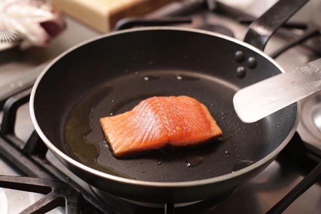 Сковорода с гранитным покрытием: что это такое, плюсы и минусы, какая сковородка лучше гранит или мрамор