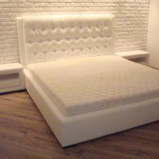 Кровати с мягкой спинкой для любого интерьера: лучшие варианты