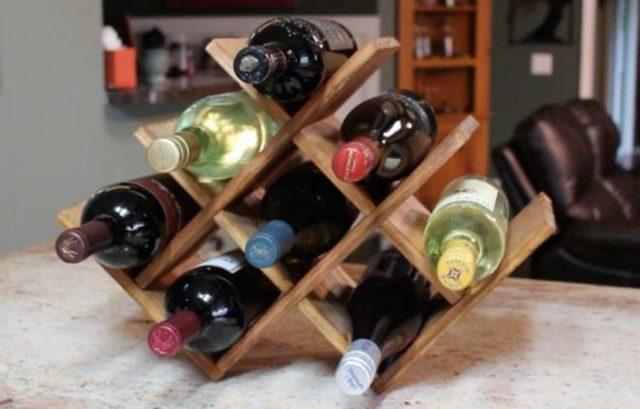 Полки и стеллажи для хранения вина: преиущества и недостатки