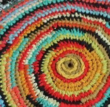Создание вязаных ковриков для пола с помощью спиц. Пошаговая инструкция