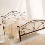 Кованые кровати в современном интерьере: особенности дизайна