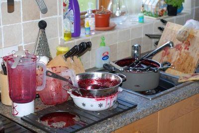 Как очистить эмалированную кастрюлю от пригоревшего варенья: как отмыть, как убрать, как удалить нагар