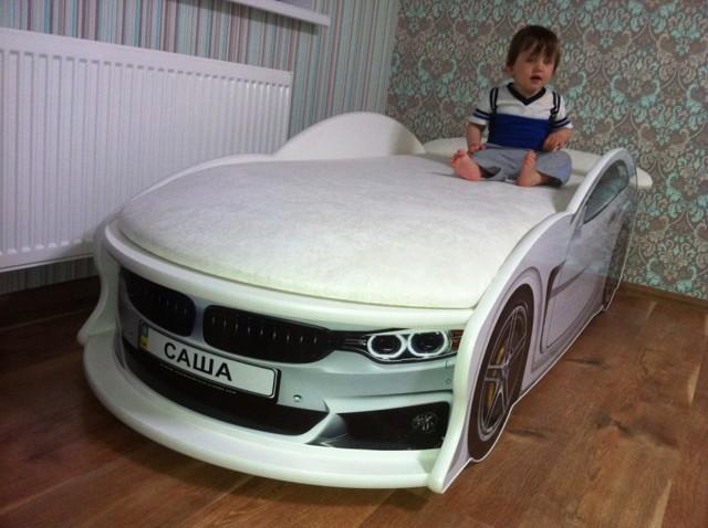 Детская кровать машина в интерьере. Обзор моделей и рекомендации