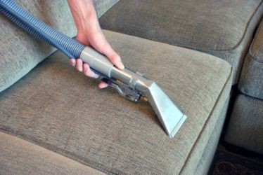 Чистка мягкой мебели в домашних условиях: особенности средств