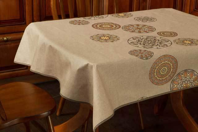 Водостойкая скатерть с пропиткой для кухни: виды пропитки, формы, дополнительные полезные свойства