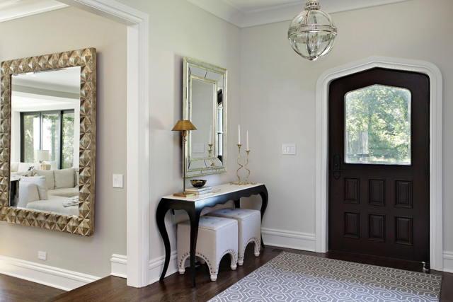Зеркало напротив входной двери. Расположение зеркал в прихожей