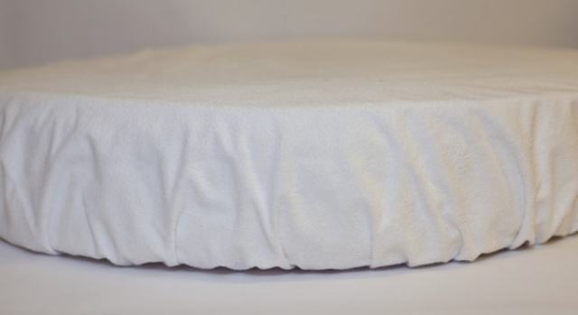 Простынь на резинке: раскрой и пошив на обычный и круглый матрас