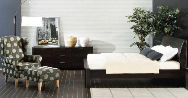 Дизайн светлой спальни с темной мебелью: Контрасты в интерьере.