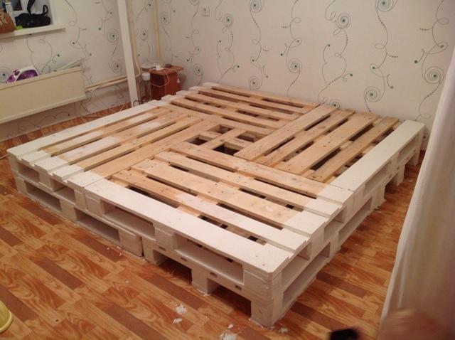 Как изготовить кровать из поддонов. Подробный мастер-класс с фото