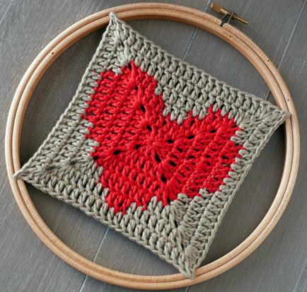 Плед сердечки: красивые узоры для вязания спицами и крючком