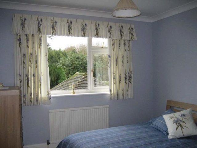 Короткие шторы и тюль в спальню до подоконника: описание, варианты дизайна, фото