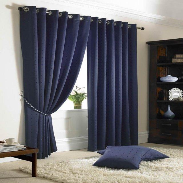 Синие шторы: применение в интерьере гостиной, спальни и кухни, фото