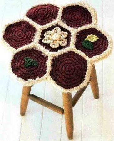 Чехол на табурет: вяжем крючком красивые украшения для дома