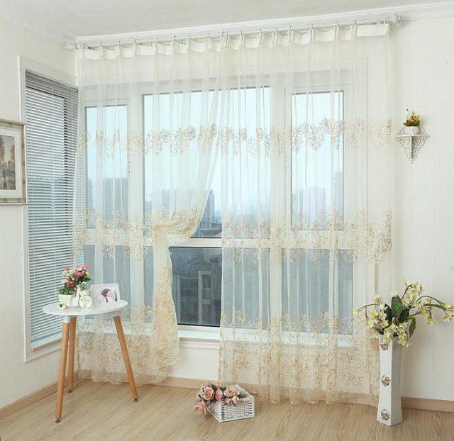 Тюль на люверсах: примеры для кухни и спальни, вуаль, фото в интерьере