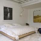 Кровать без изголовья: преимущества и выбор дизайна