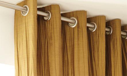 Шторы на два окна с простенком в гостиной и зале: дизайн занавесок