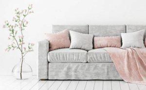 Как легко избавиться от запаха мочи на диване в домашних условиях